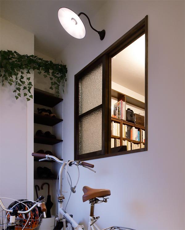 室内窓を設置することで明るく開放的な空間作りができます。