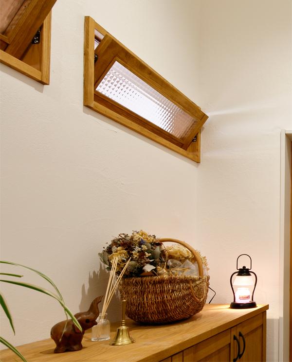 開閉タイプの室内窓を設置すると室内側への風の抜け道ができ、風通りが良くなります。